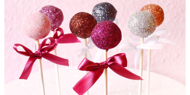 Happy New Year &#8211; Festive, sparkling and glistening cake pops