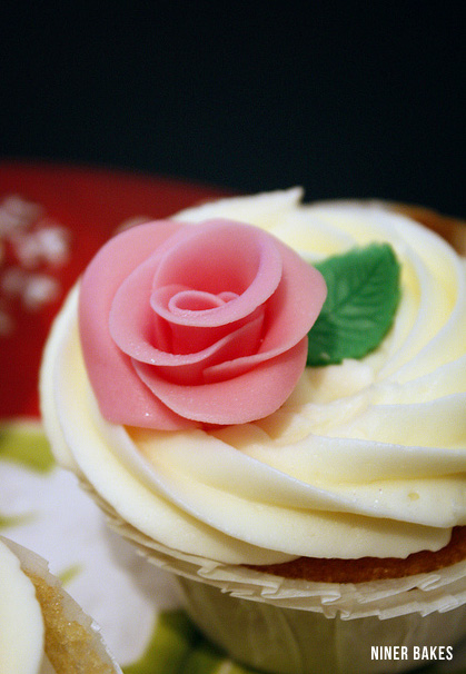 How To Make Fondant Roses and leaves for Cupcakes &amp; Wedding/Bridal Cupcakes and Cake Pops