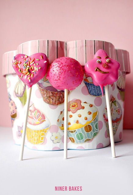 Pink Cake Pops for Valentine's Day