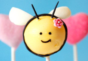 Cute Easter Cake Pops ideas for your special Easter dessert table - bumble honey bee cake pops