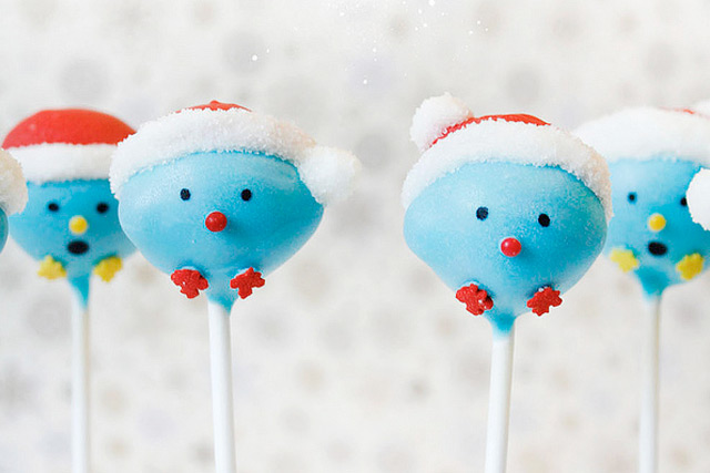 2015-Santa-Hat-Birdie-Cake-Pops--Tutorial-by-niner-bakes