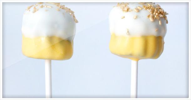 Festliche Party Cake Pops in Gold und Violet